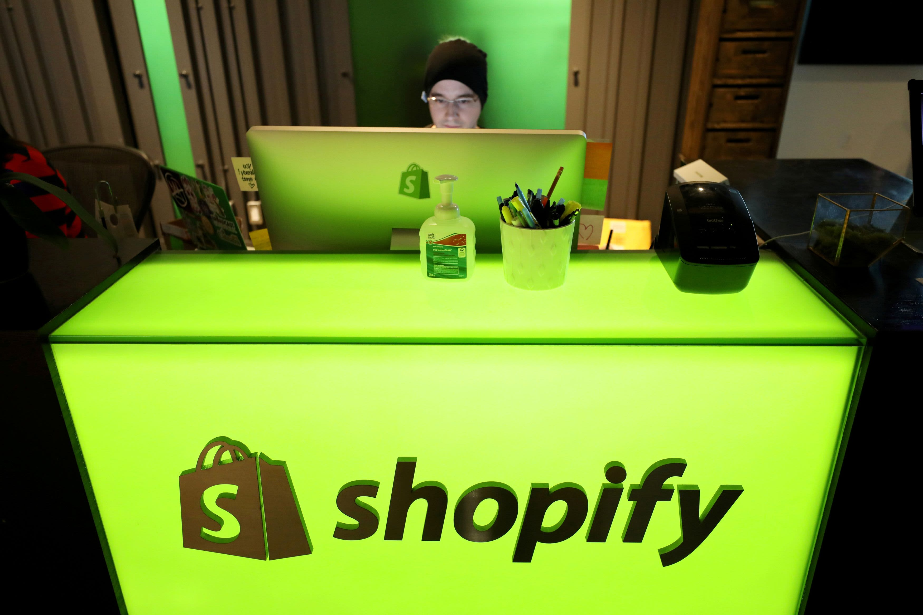 Shopify surges after e-commerce boom fuels big earnings beat – CNBC