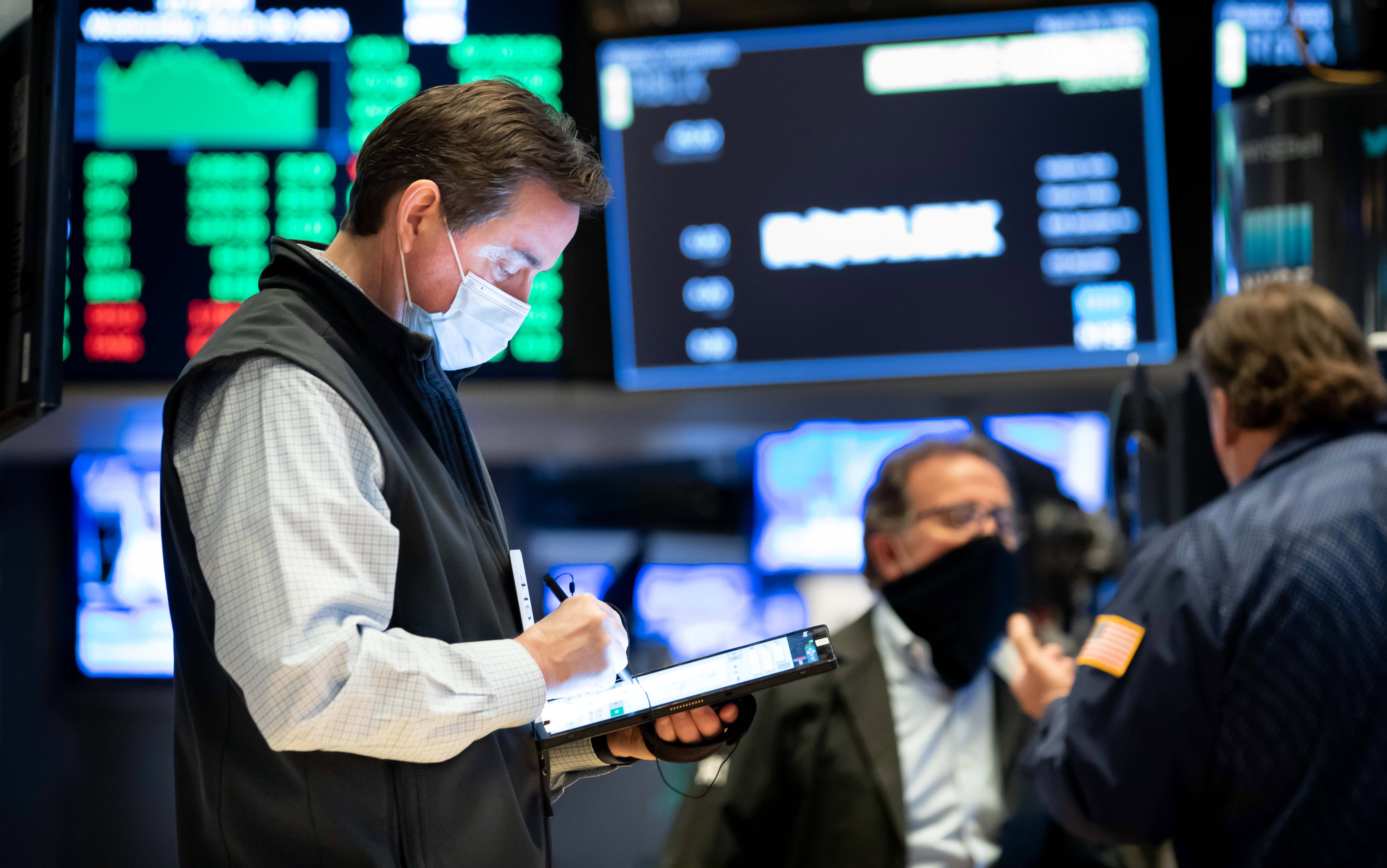 Market stages a comeback rally before Fed decision, Dow jumps 450 points