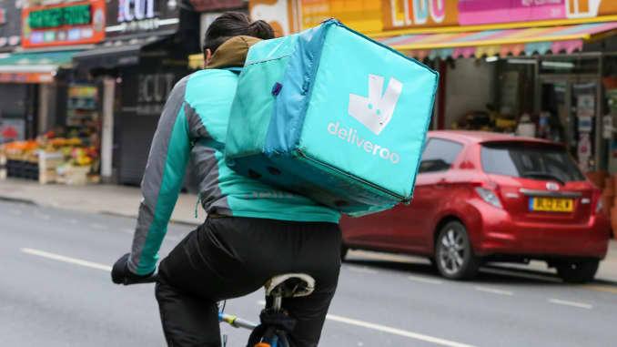 Một người đi xe đạp Deliveroo ở London, Vương quốc Anh