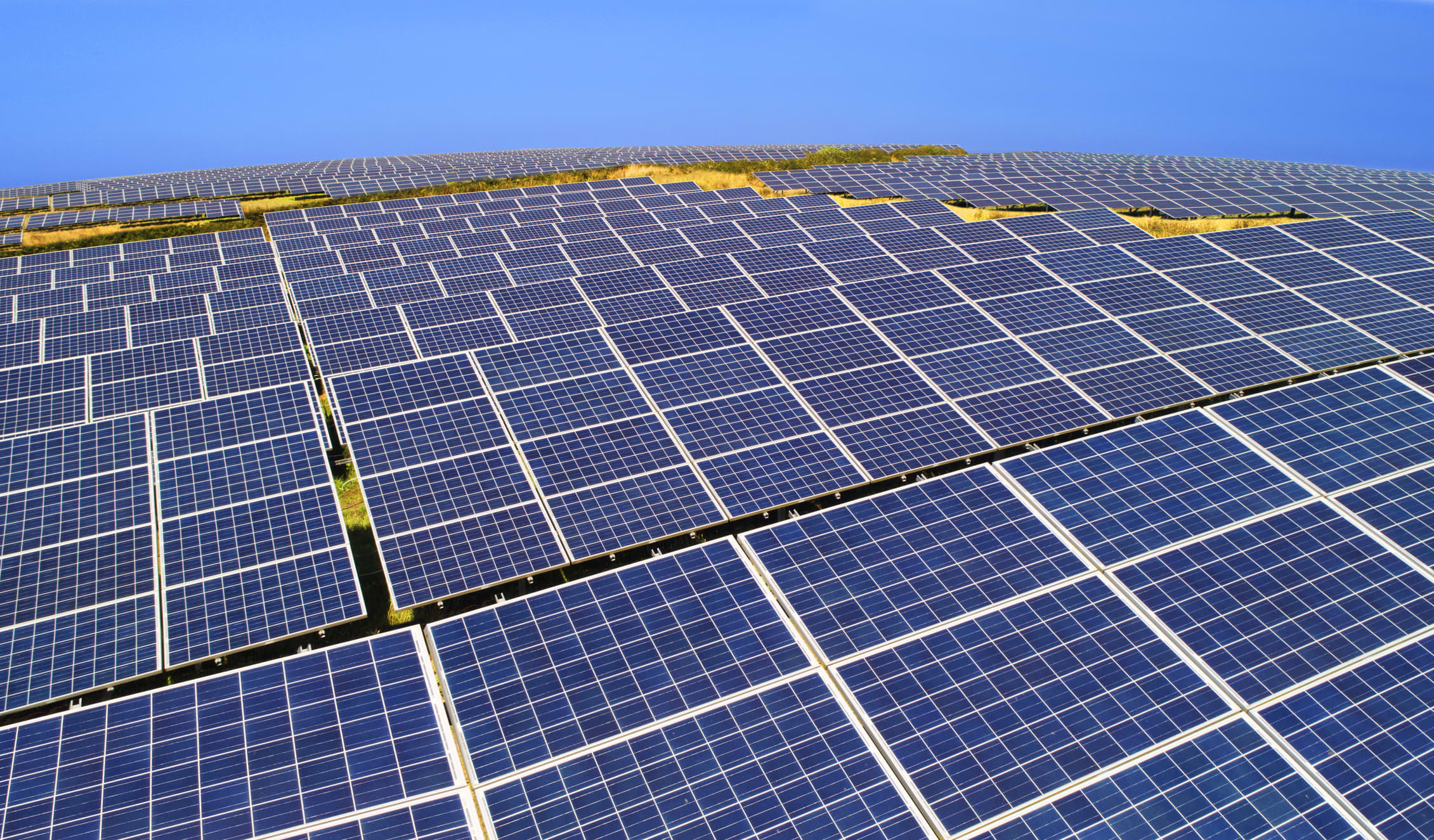 These solar stocks are poised for strong earnings results – and analysts say they're good buys