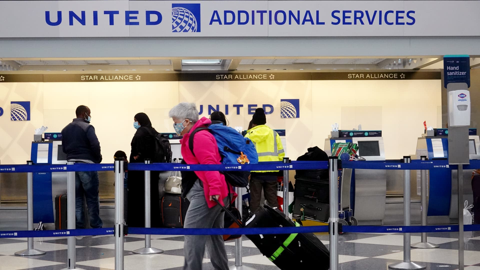 CHICAGO, ILLINOIS - MARCH 16: Travelers arrive for flights at O'Hare international Airport on March 16, 2021 in Chicago, Illinois. On March 12, the TSA screened more than 1.3 million travelers, the highest number since the start of the pandemic.(Photo by Scott Olson/Getty Images)