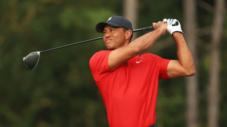 Tiger Woods memainkan pukulannya dari tee kedua pada putaran final Kejuaraan PNC di RitzCarlton Golf Club Orlando pada 20 Desember 2020 di Orlando, Florida