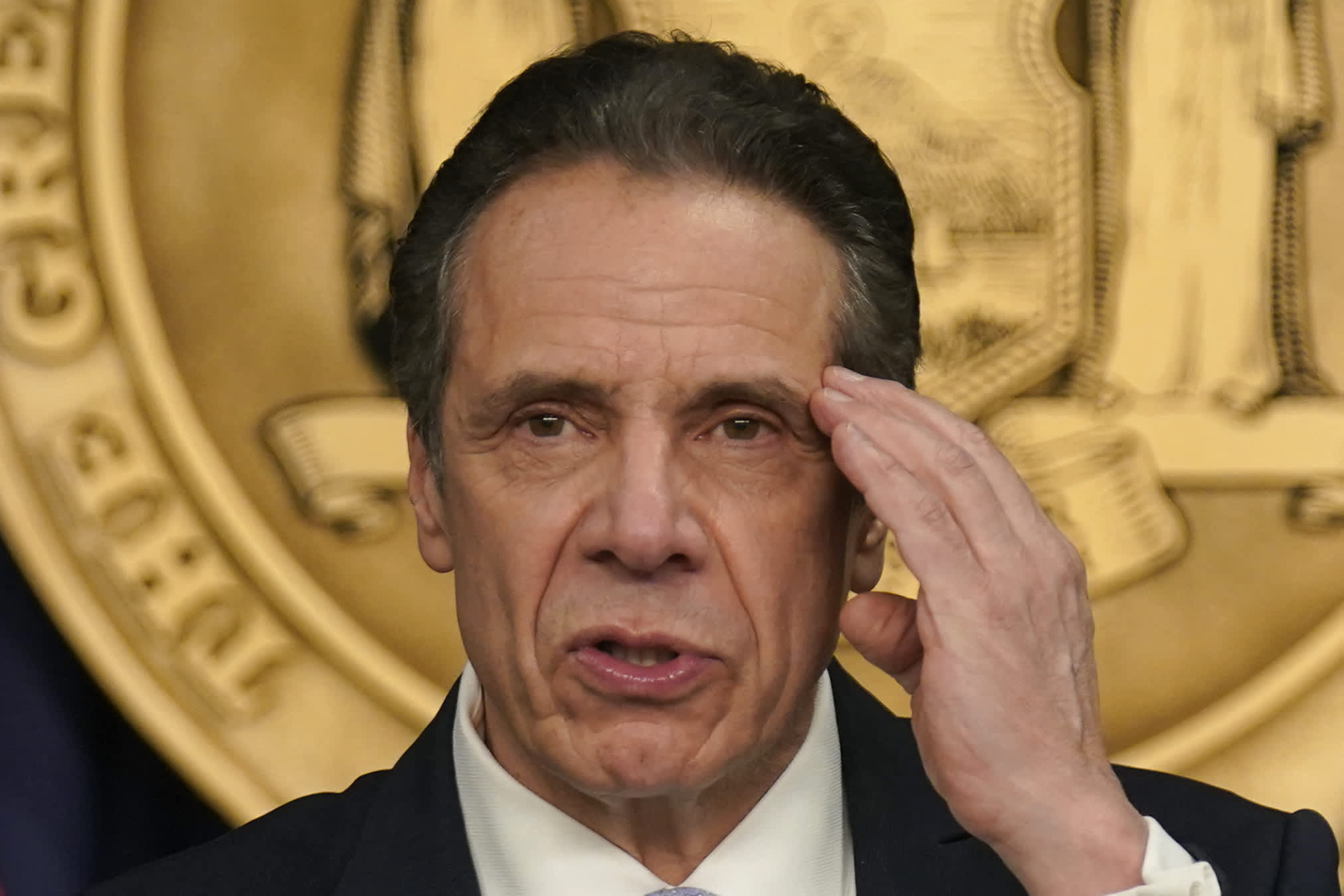Current Cuomo aide accuses him of unwanted sexual advances, looking down her shirt, report states thumbnail
