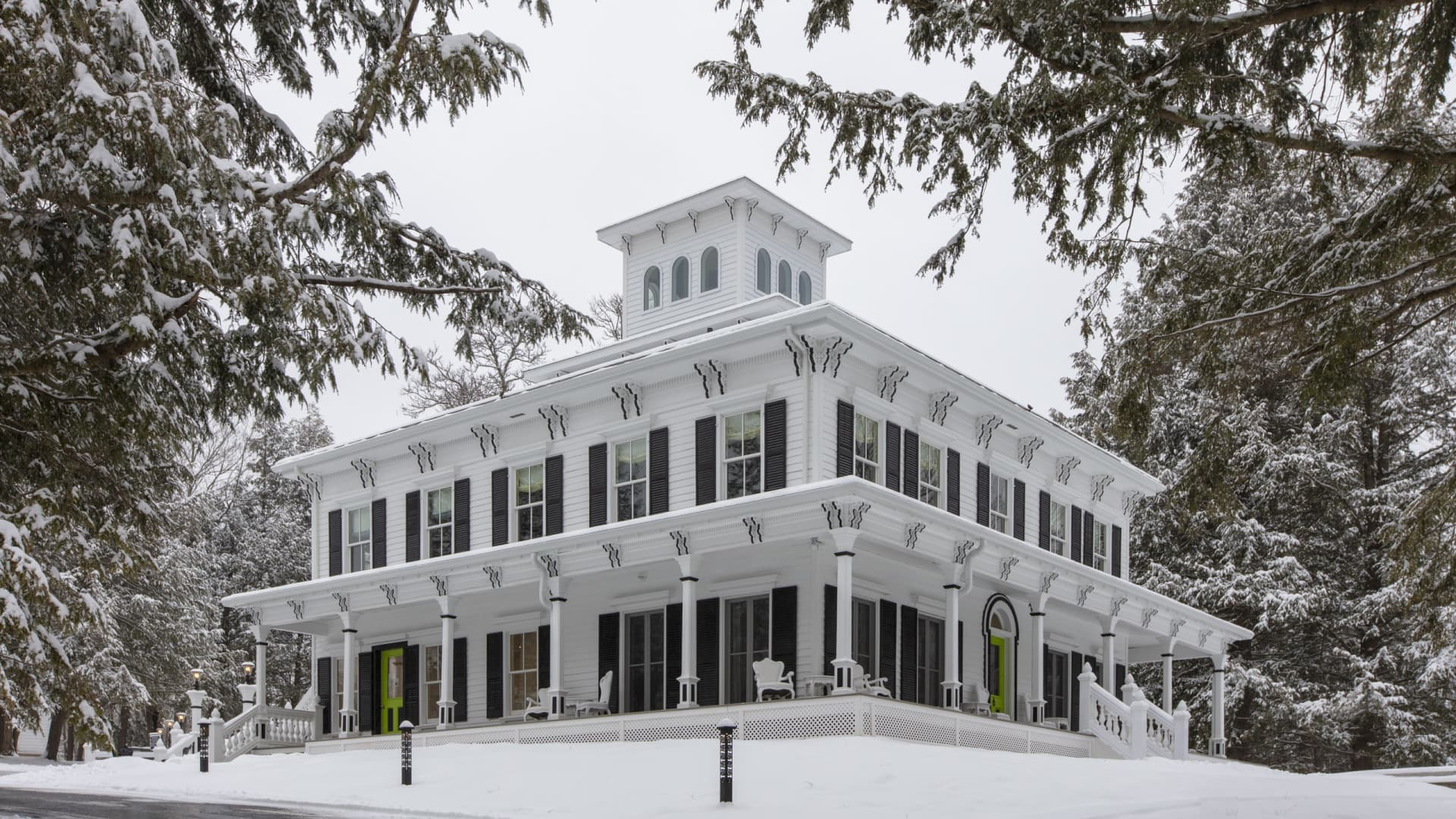 The Roxbury at Stratton Falls has themed mansion rooms and tower cottages.