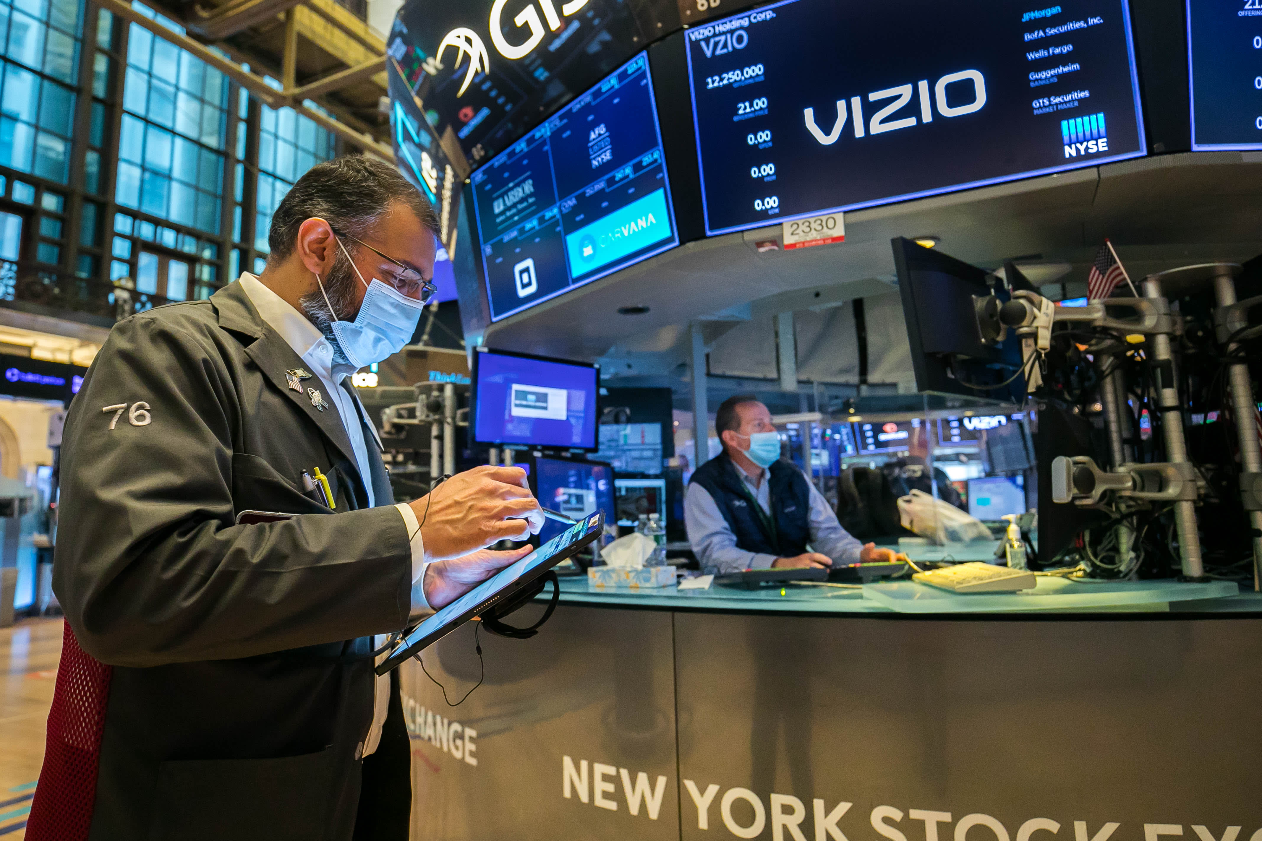 Stock futures flat after Fed keeps interest rates near zero