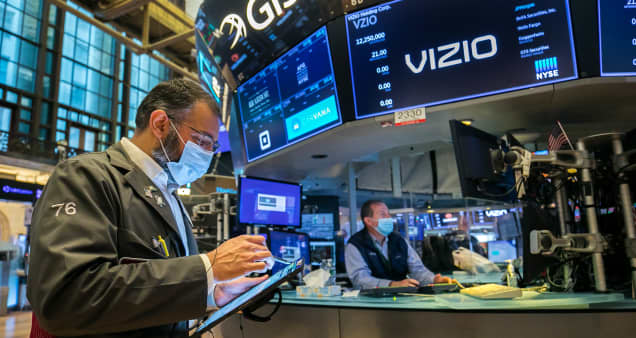Stock futures edge higher ahead of major corporate earnings