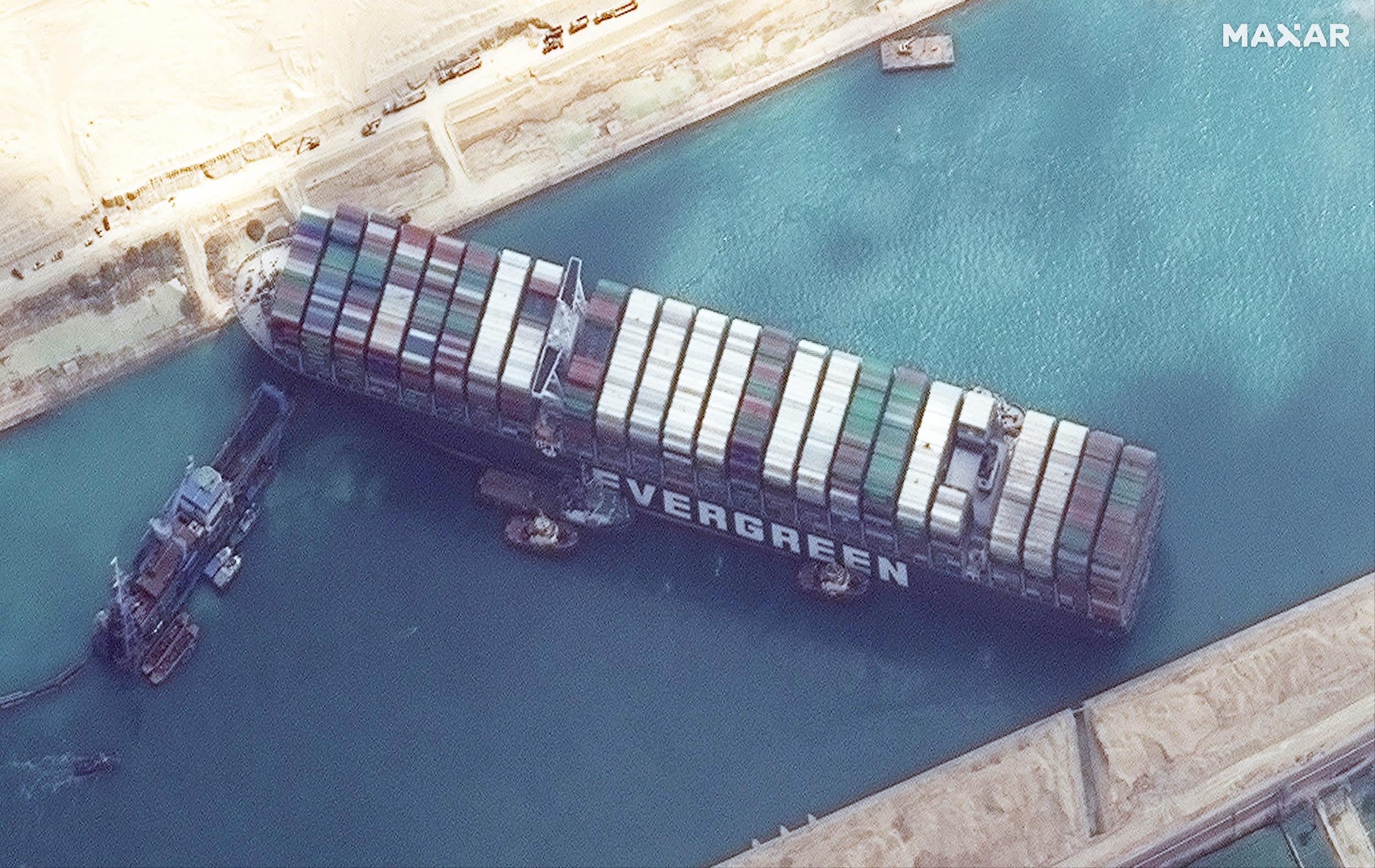 Imágenes de satélite muestran el trabajo en curso para el envío gratuito Ever Given en el Canal de Suez