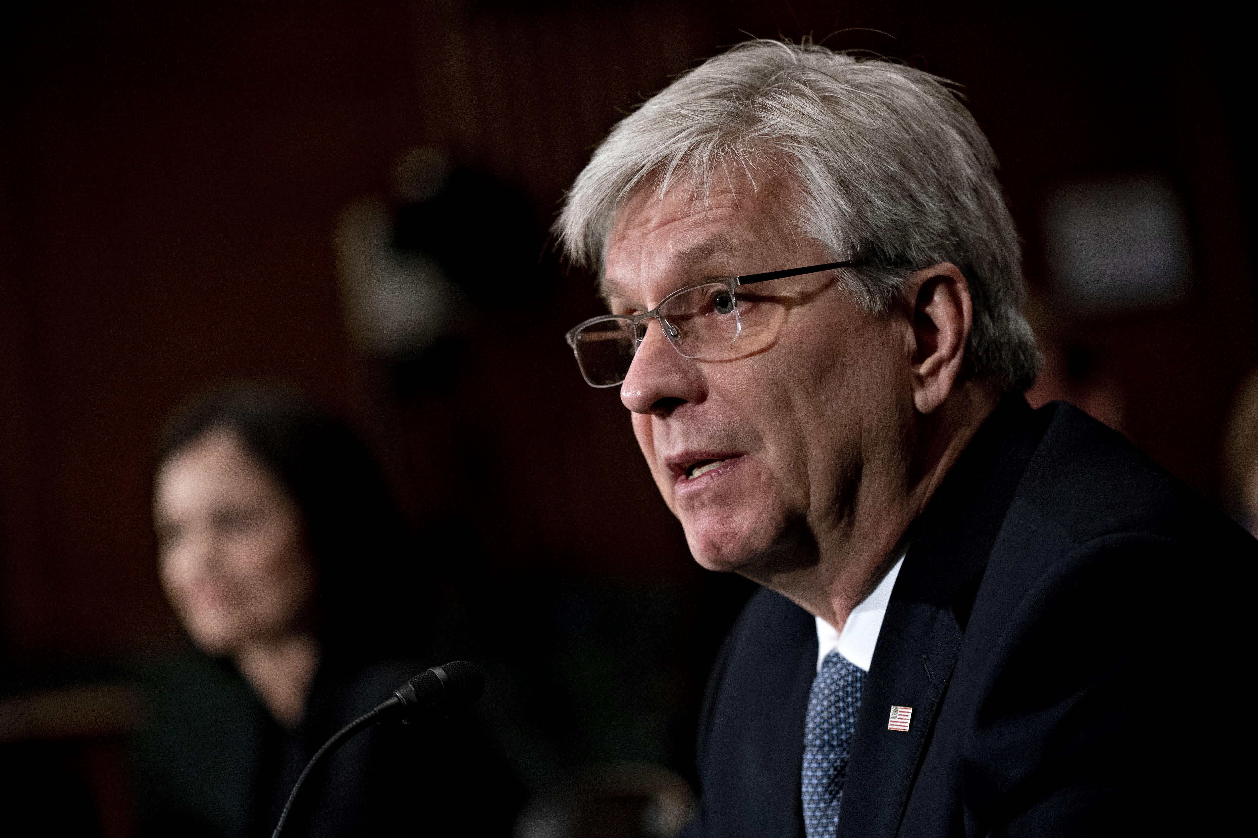 Waller de la Fed dice que el banco central no está manteniendo las tasas bajas para financiar la deuda del gobierno