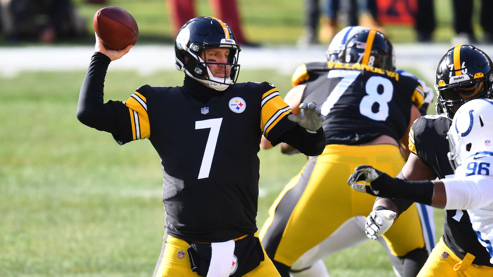 Quarterback Ben Roethlisberger #7 of the Pittsburgh Steelers passes the ball in the first quarter of the game against the Indianapolis Colts at Heinz Field on December 27, 2020 in Pittsburgh, Pennsylvania.