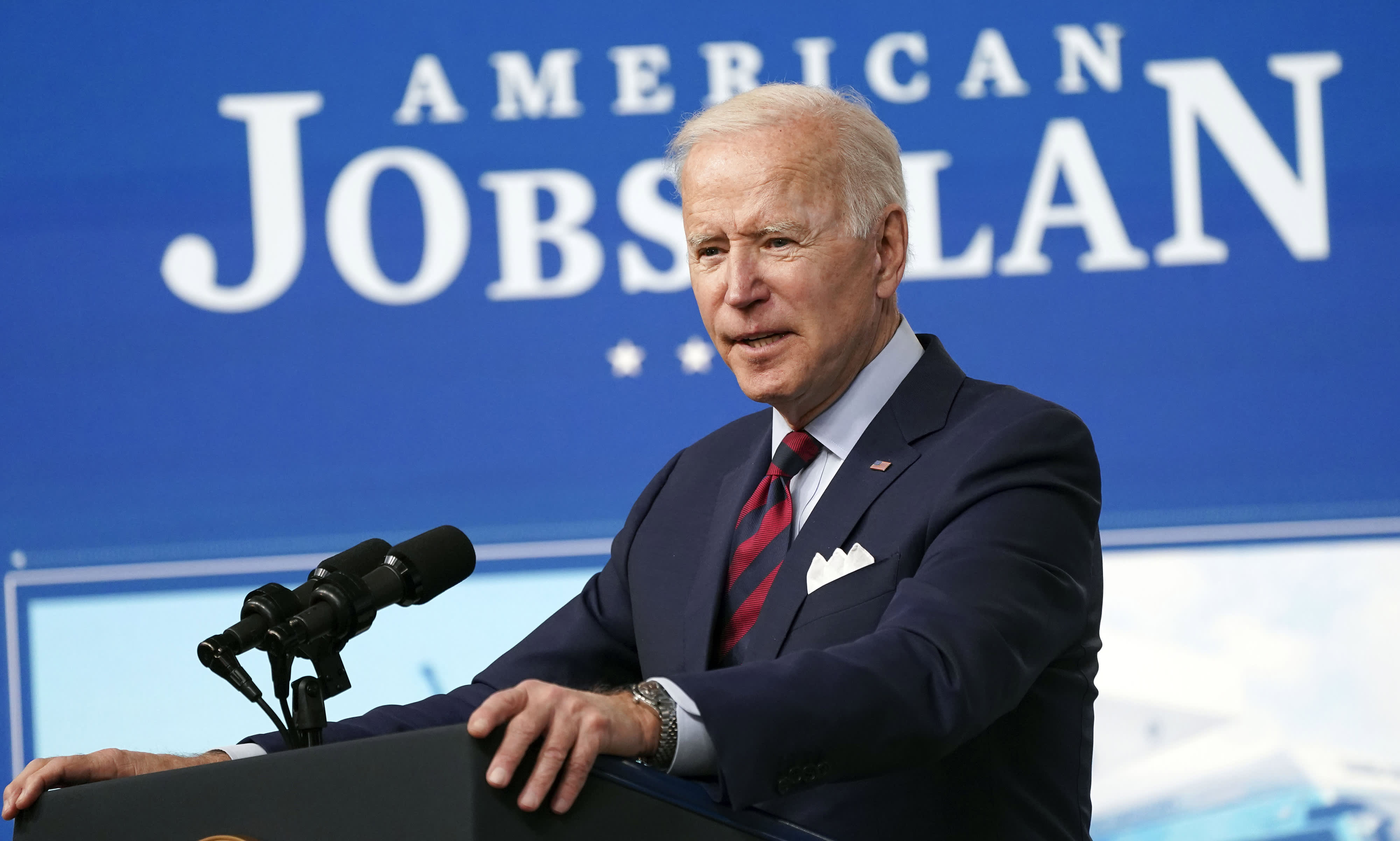 Biden to raise the minimum wage for federal contractors to , giving roughly 390,000 workers a pay bump