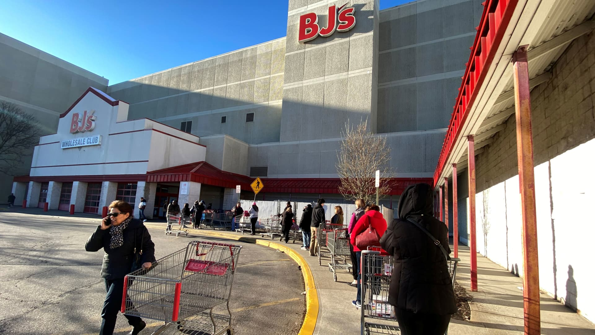 A line of shoppers wait to enter BJ's Wholesale Club market at the Palisades Center shopping mall during the coronavirus outbreak in West Nyack, New York, March 14, 2020.