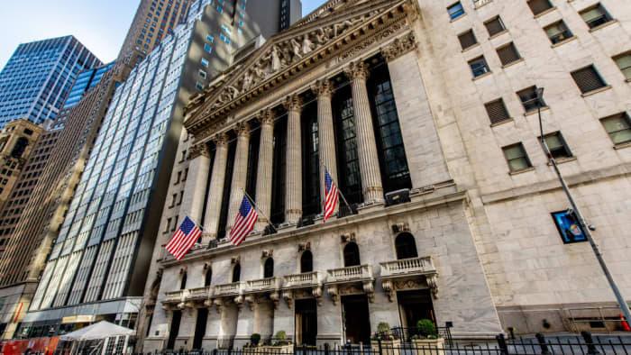 Cramer's week ahead: Retail earnings and consumer spending