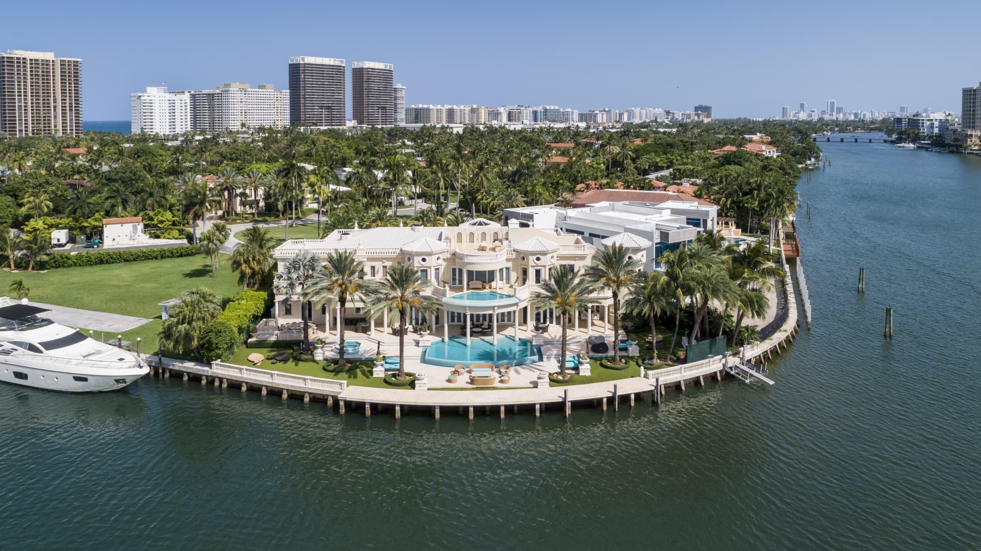 Villa Magnolia's water frontage spans 221 ft.