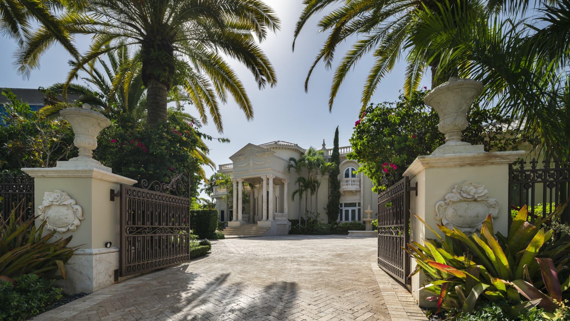 Villa Magnolia's mansion gate and brick driveway.