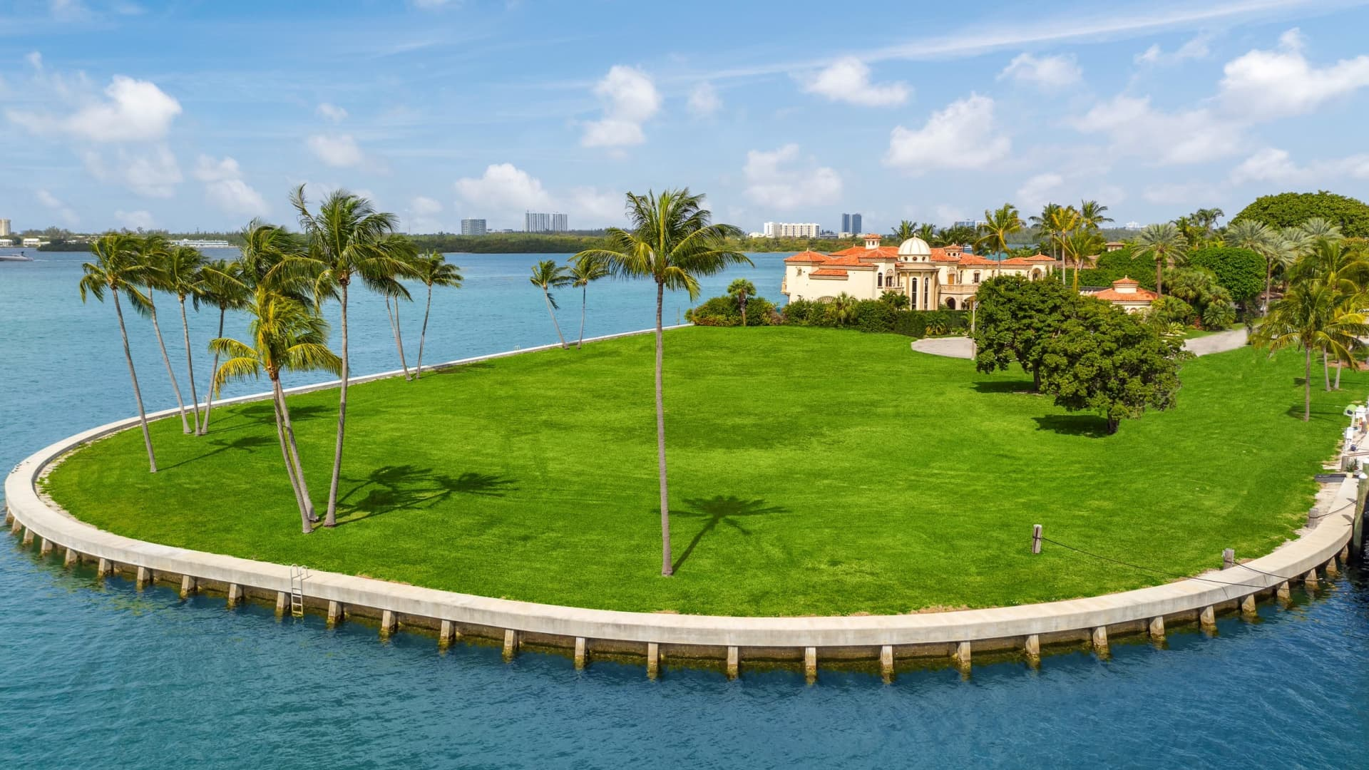 The $65 million lot of land at 200 Bal Bay Drive does not include a home.