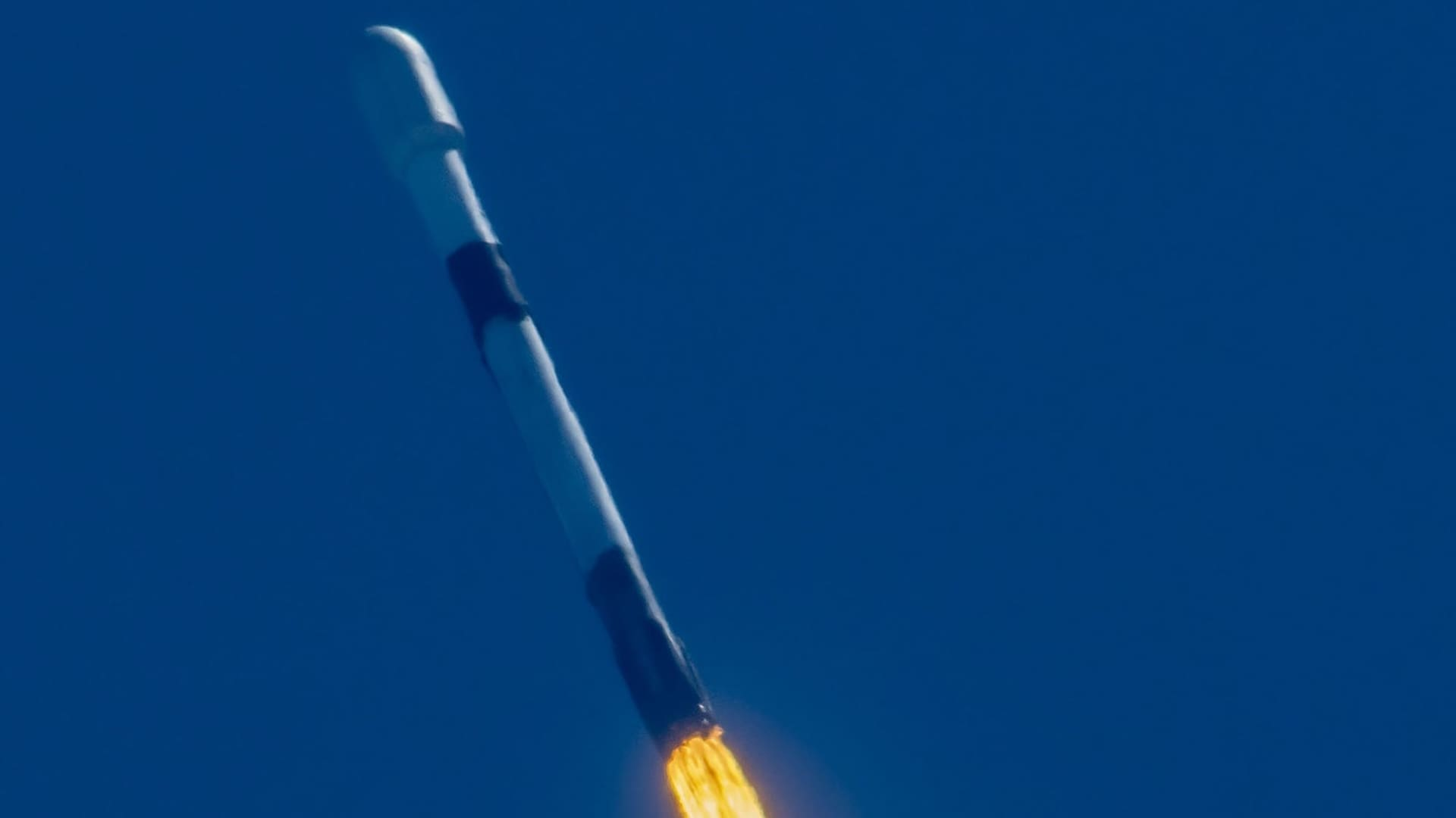 A Falcon 9 rockets launches a Starlink mission on April 7, 2021.