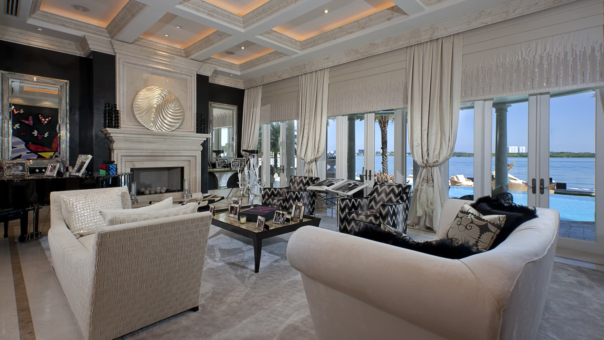 Villa Magnolia's living room.