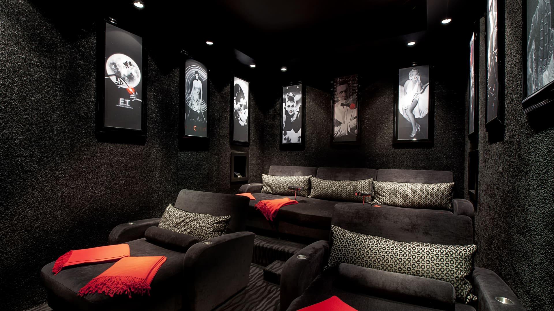 Villa Magnolia has a cinema with walls lined in black alpaca fleece.