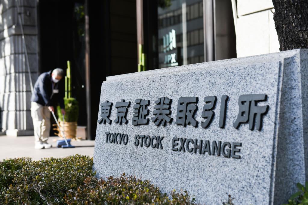 Hong Kong stocks fall 1% as official data shows China factory activity unexpectedly contracting