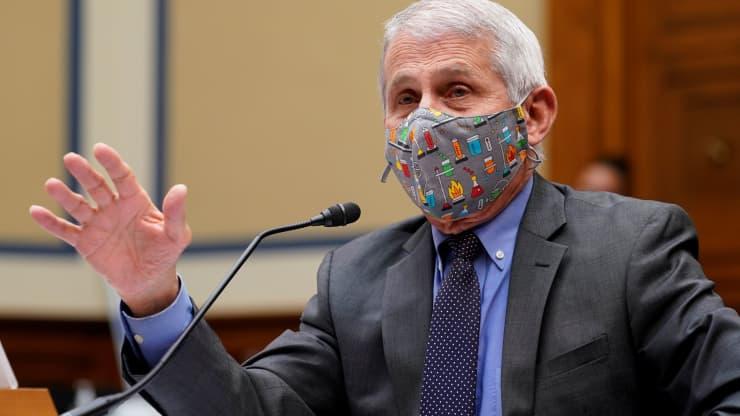 Fauci imagina que siempre se usarán máscaras