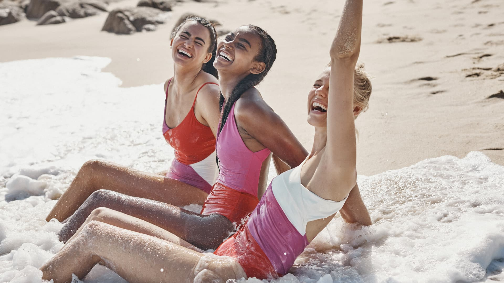 Online swim brand Summersalt said its sales are up more than 850% from the same time a year earlier month-to-date in April.