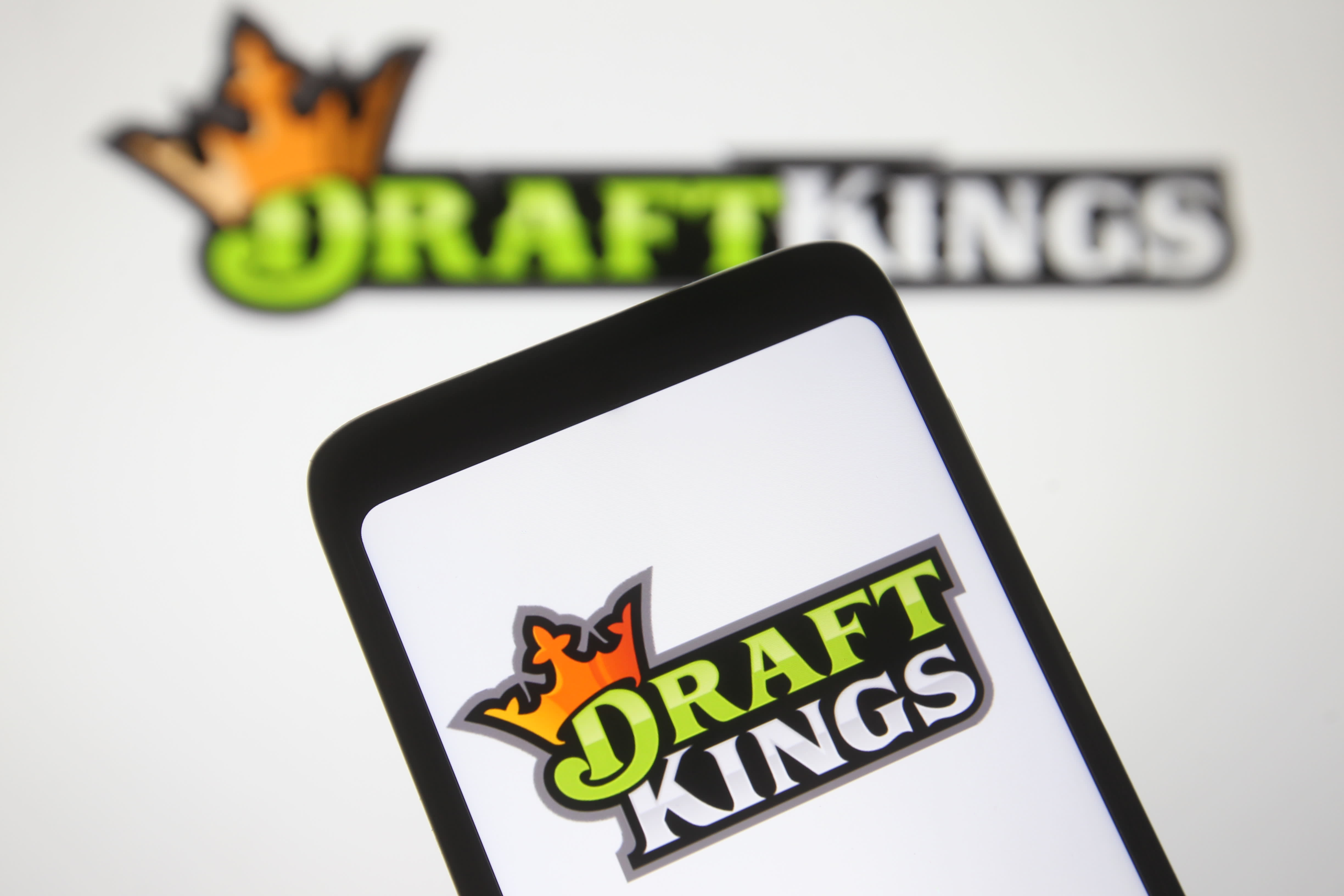Cowen Improves DraftKings, Says Recent Equity Struggles Are A Buying Opportunity