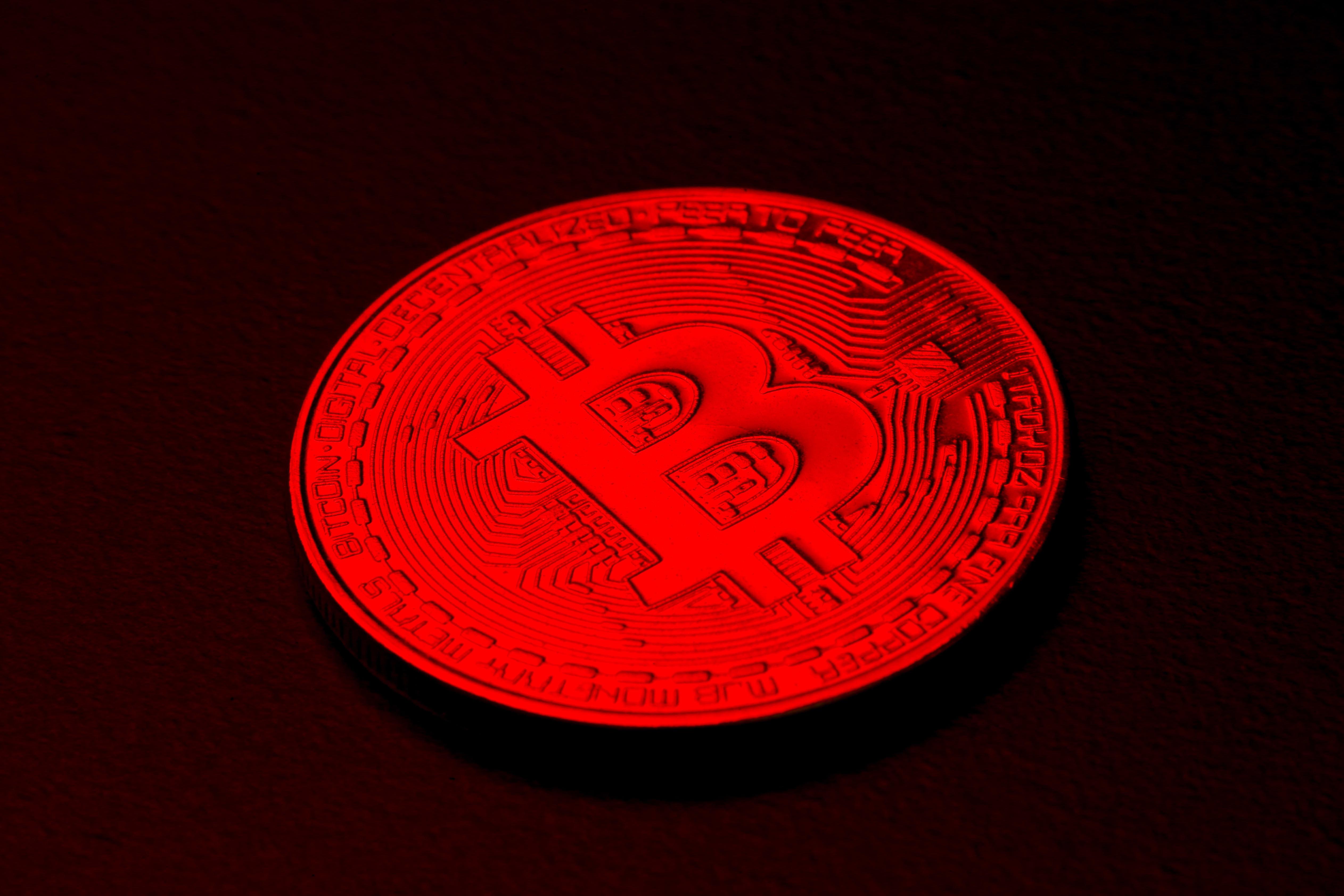 Bitcoin resumes selloff over weekend, briefly falls below ,000