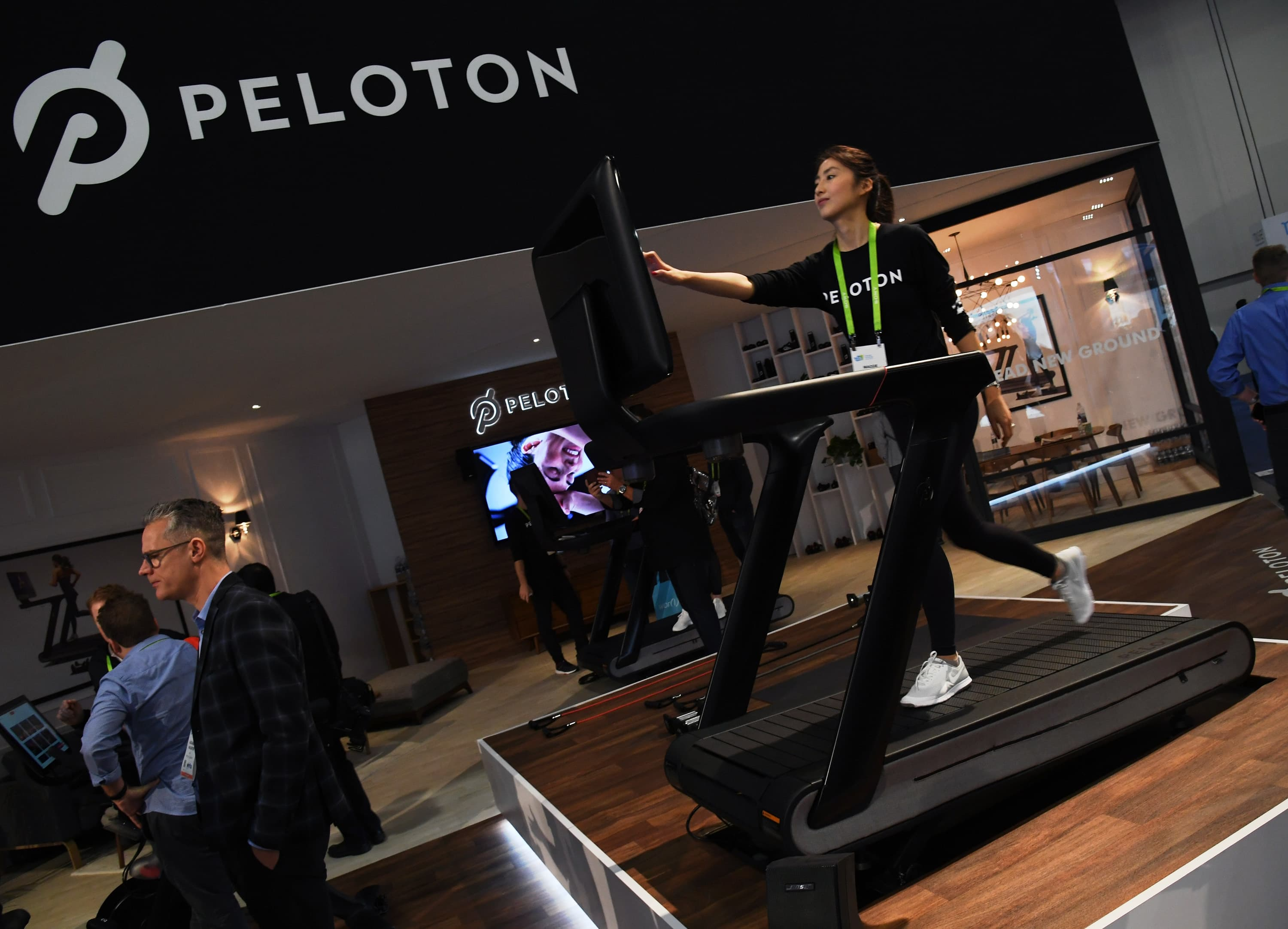 Peloton stock sheds $4 billion in market value in 1 day over its treadmill debacle