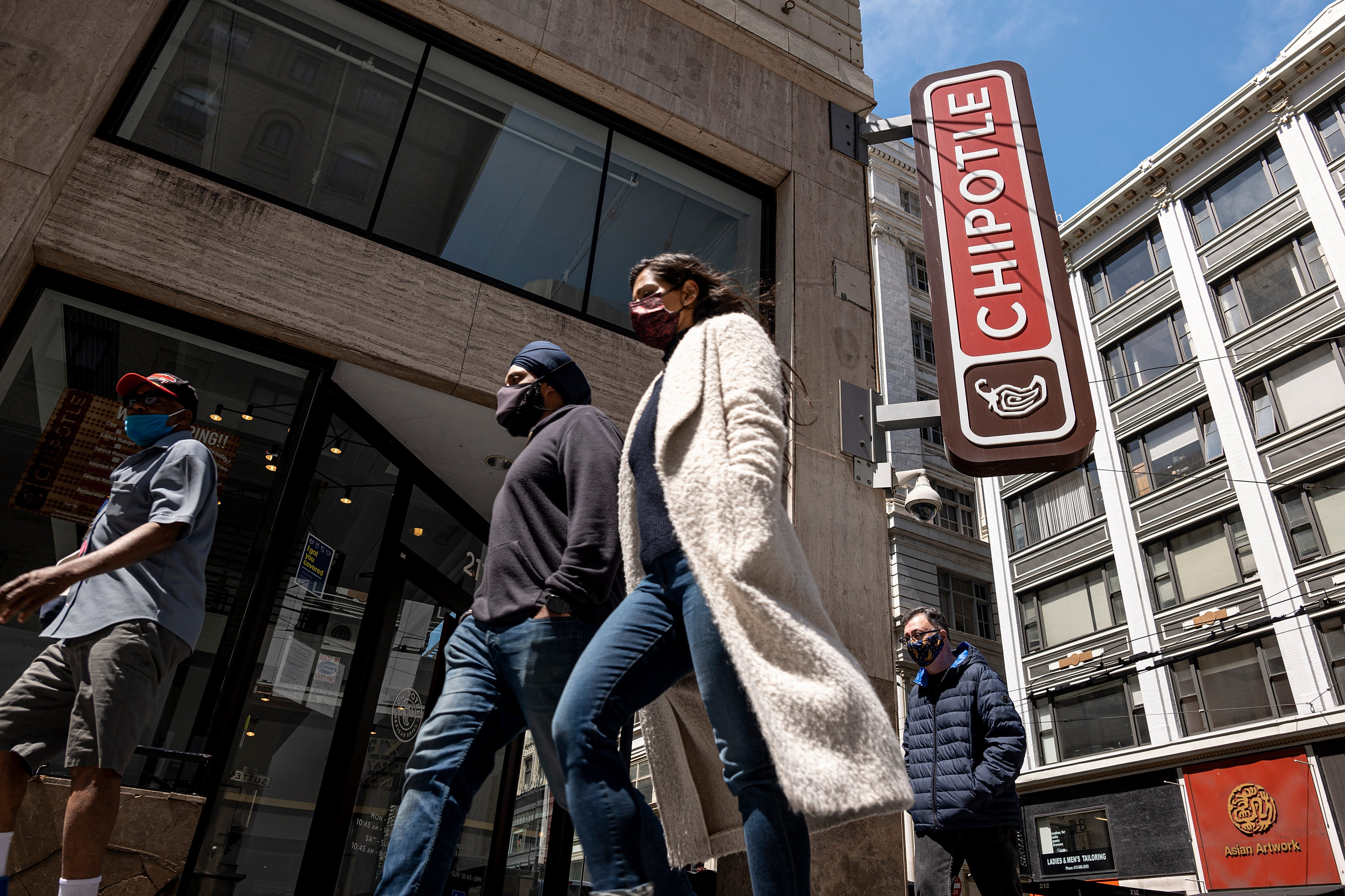 Chipotle tweaks its loyalty program to offer more redemption options - CNBC