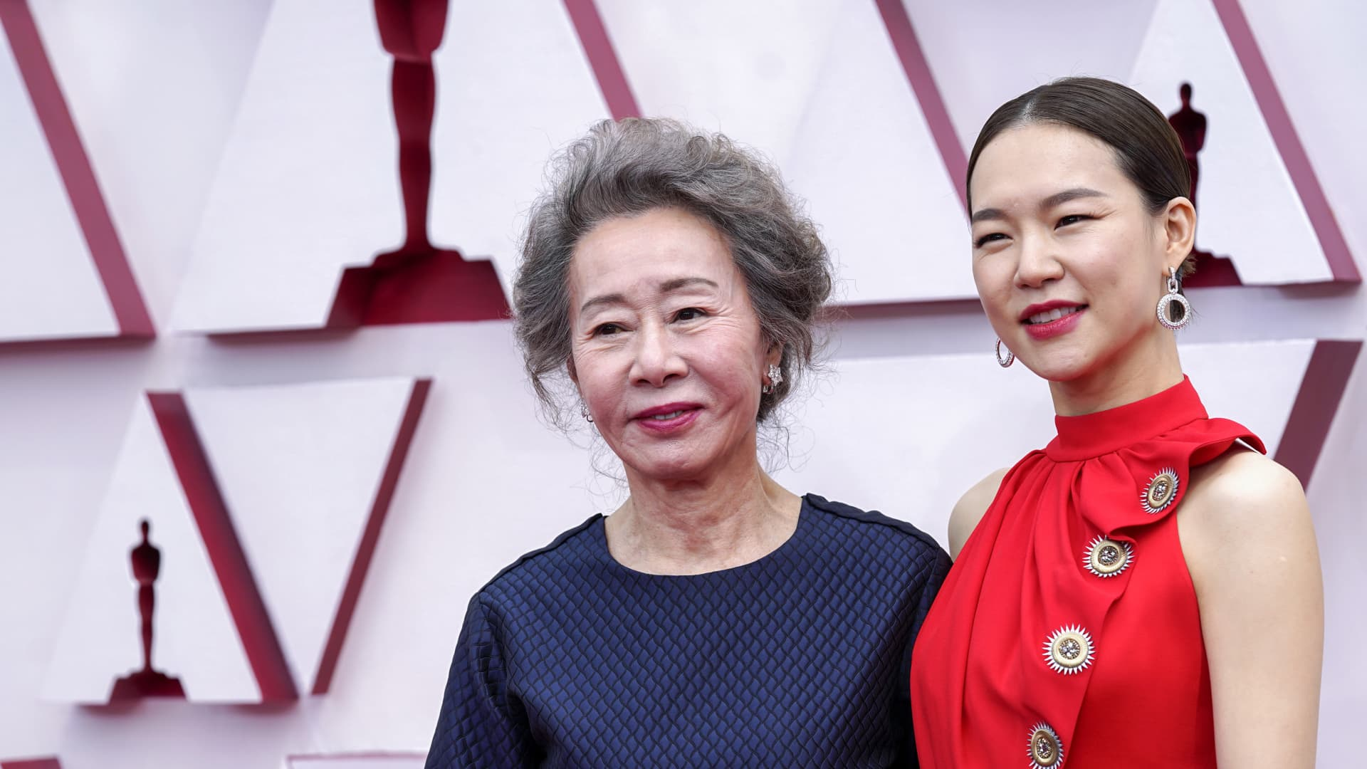 (L-R) Youn Yuh-jung and Han Ye-ri attend the 93rd Annual Academy Awards at Union Station on April 25, 2021 in Los Angeles, California.
