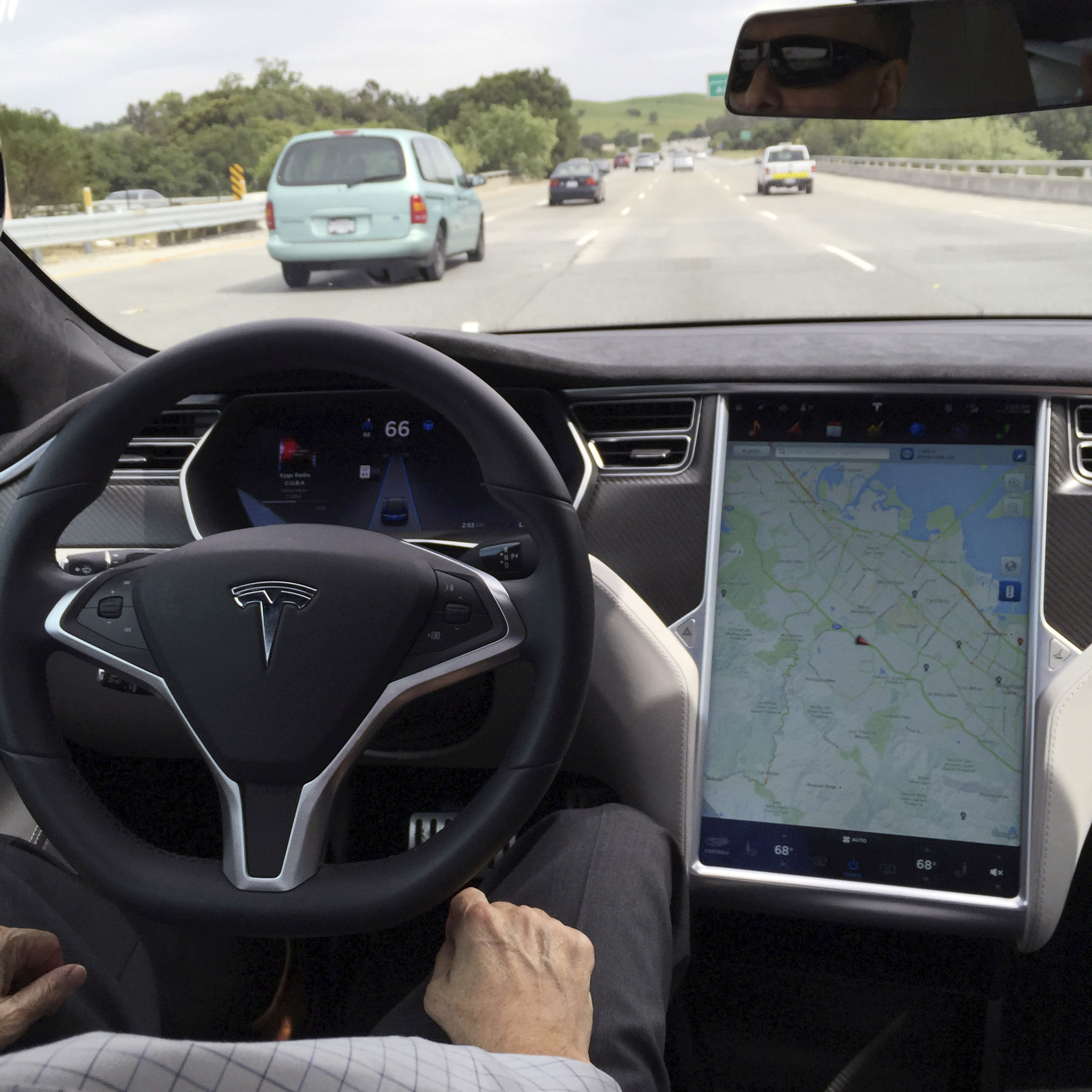 Tesla membuang radar, akan mengandalkan kamera untuk Autopilot di beberapa kendaraan thumbnail