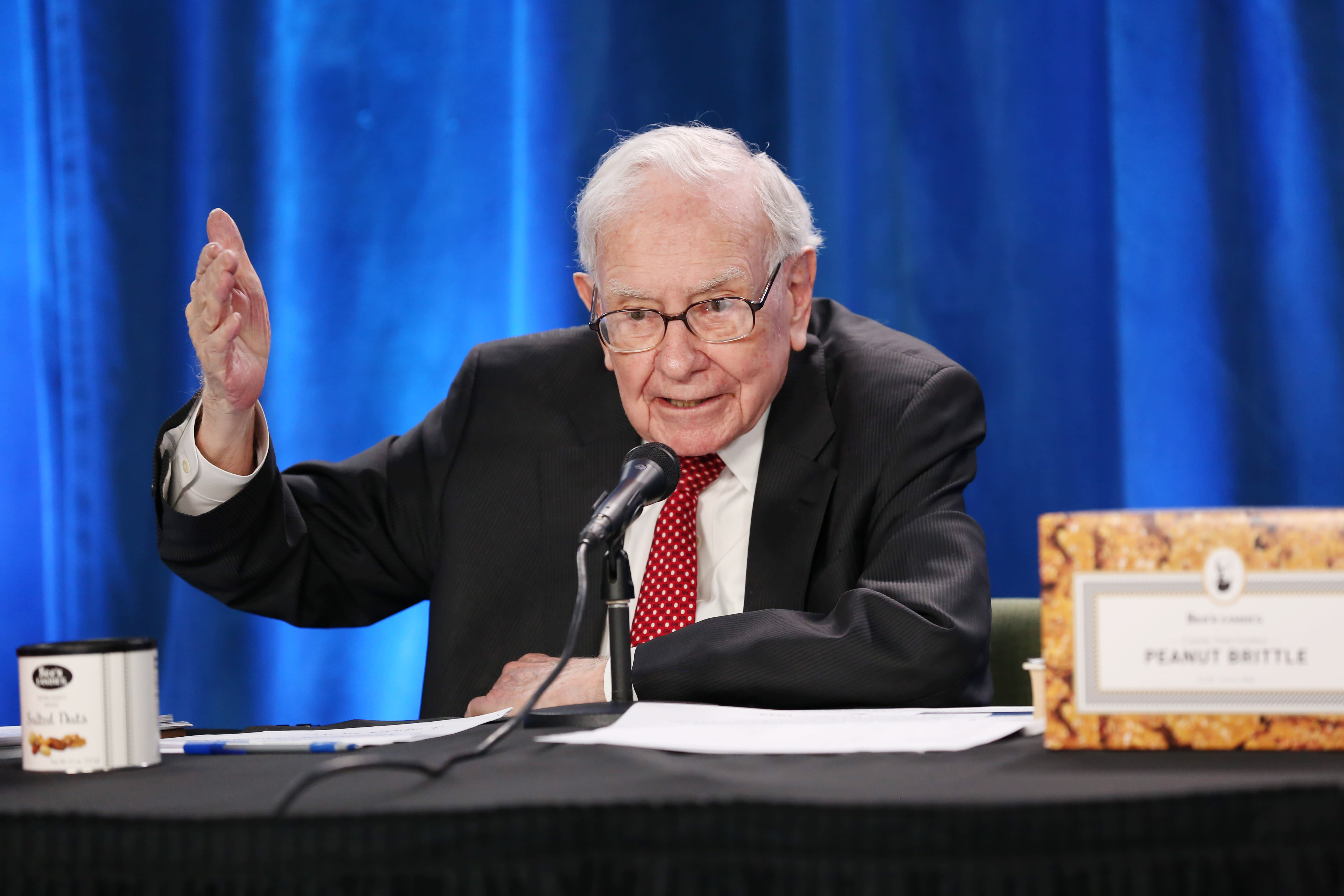 This is the special lesson Warren Buffett gave to new equity investors at his annual meeting.