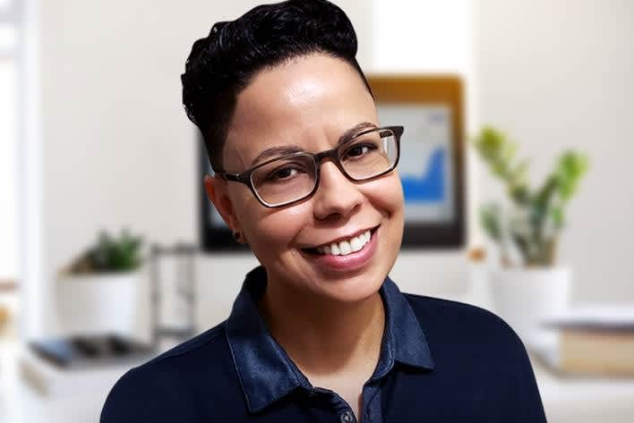 'I lost my job, so I was all in': This 42-year-old made over $366,000 from her side hustle turned full-time job thumbnail
