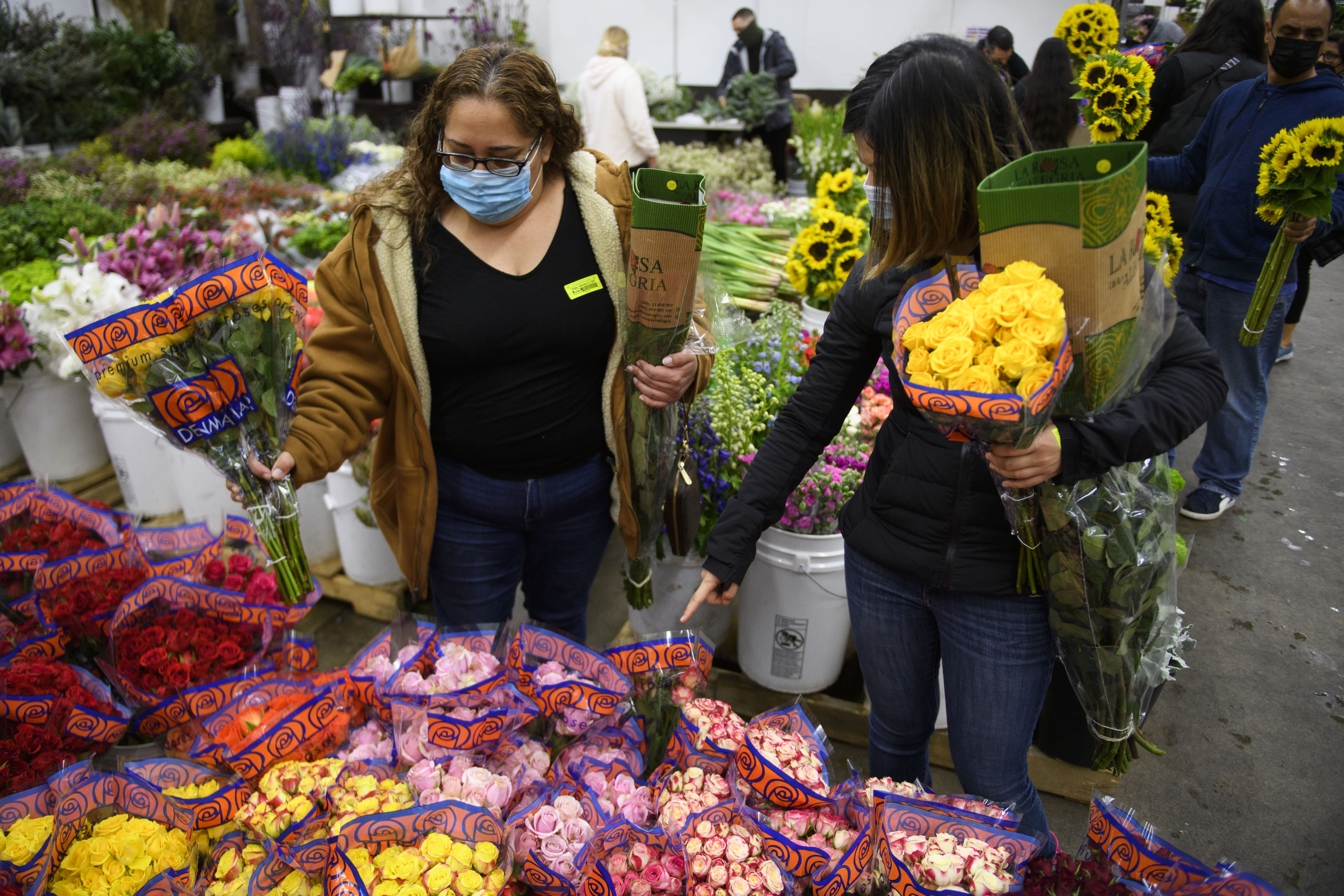 1-800-Flowers CEO states shortages of flowers and berries won't ruin its Mother's Day sales thumbnail
