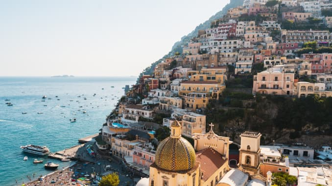 Positano, Ý.  Mặc dù nó chưa chính thức mở cửa cho họ, nhưng Ý là điểm đến hàng đầu ở châu Âu đối với người Mỹ vào mùa hè này.
