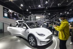 Chinese EV buyers want luxury — and they're looking somewhere besides Tesla, says fund manager