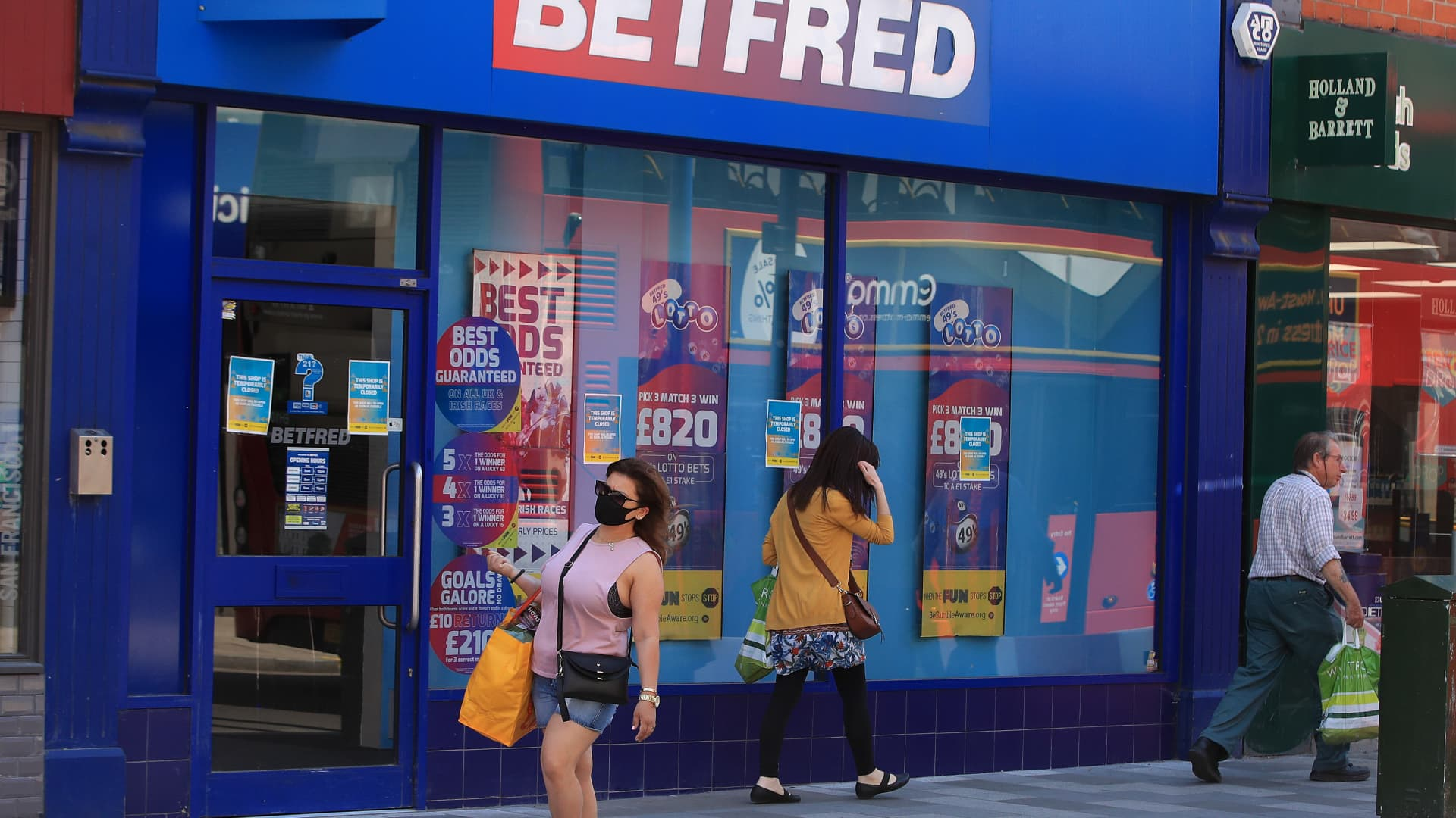 LONDON, ENGLAND - JUNE 01: A general view of a closed betting shop on Putney High Street as horse racing resumes competitive action on June 01, 2020 in London, England