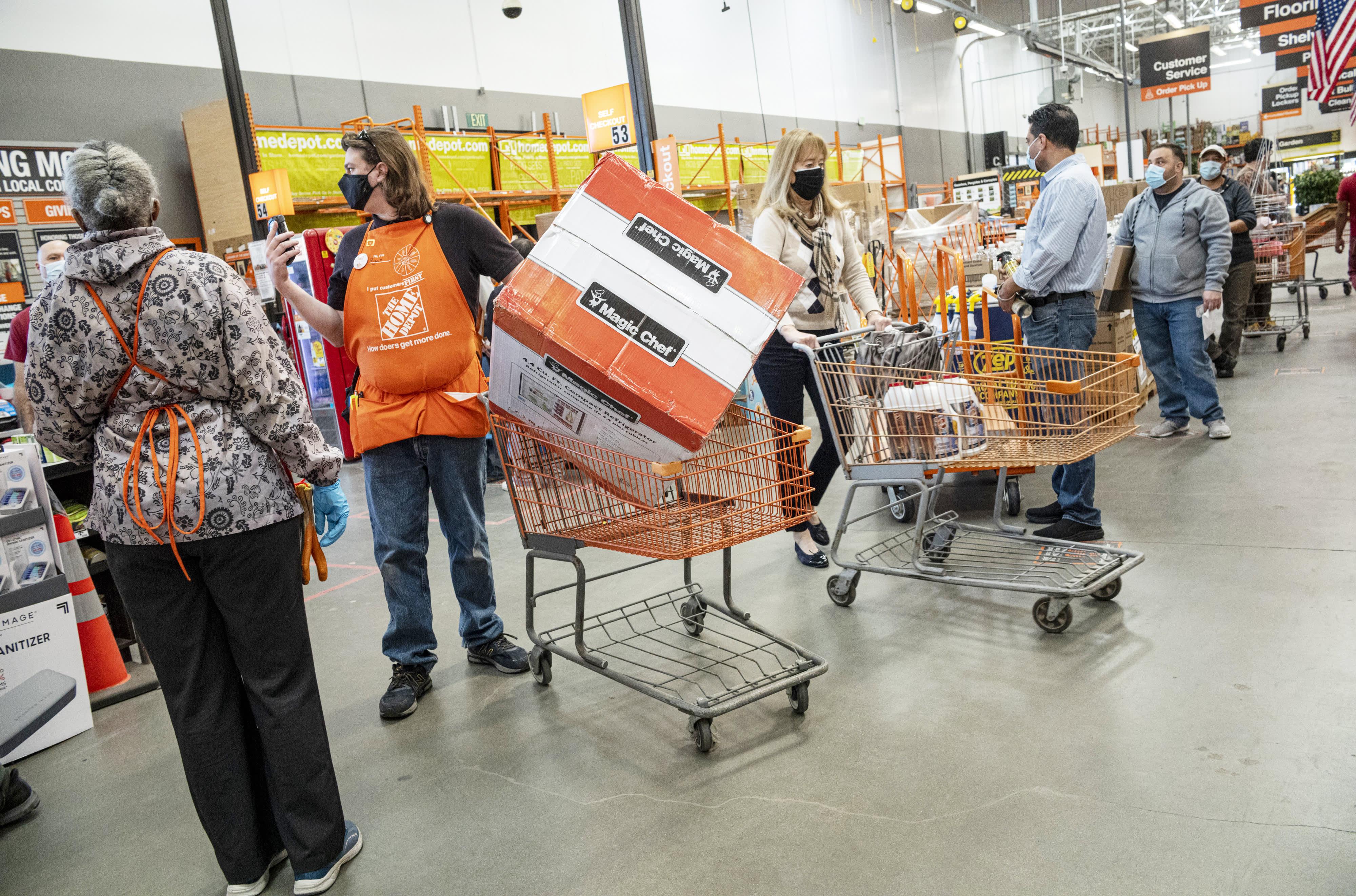 Home Depot HD Q20 20220 earnings crush estimates