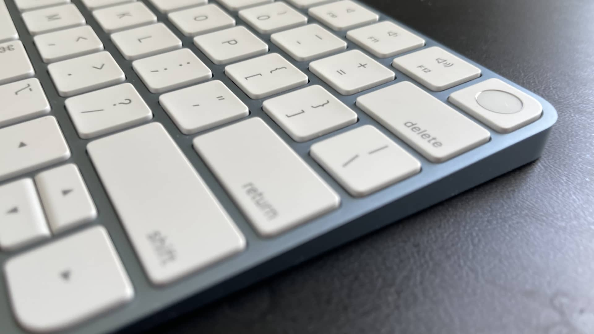 Apple iMac M1 2021 Magic Keyboard with Touch ID.
