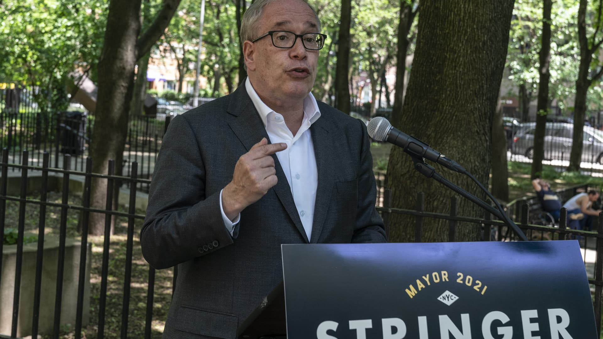 City Comptroller and Mayoral candidate Scott Stringer made a proposal to install portable public restrooms in all parks and playgrounds at Bellevue South Park.