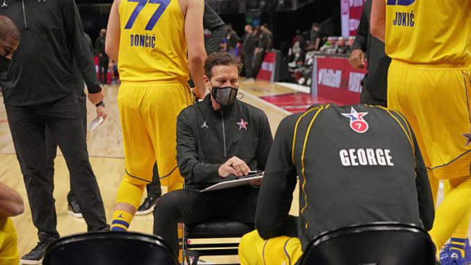 Pelatih Kepala Quin Snyder dari pelatih Tim LeBron selama 70th NBA All Star Game sebagai bagian dari NBA All Star Weekend 2021 pada 7 Maret 2021 di State Farm Arena di Atlanta, Georgia