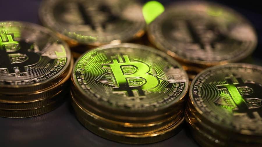 """""""Tesla"""" investuos 1,5 milijardo dolerių, o """"Bitcoin"""" pasieks naują istorinį lygį - kriptografiją"""