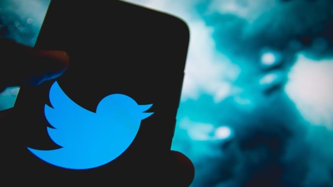 Logo Twitter ditampilkan di layar smartphone pada 14 April 2021