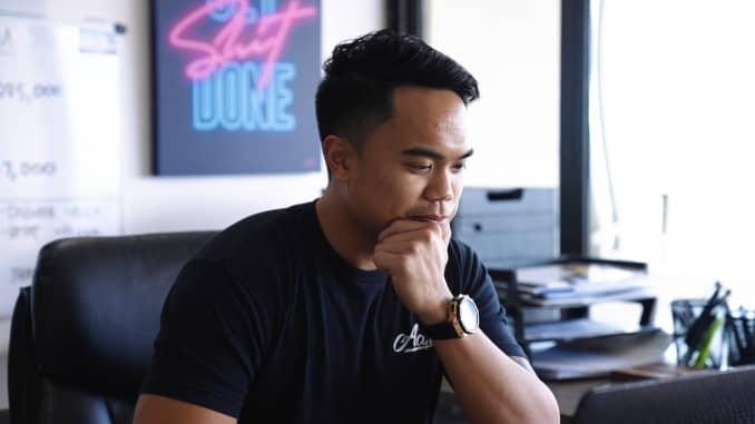 Mateo trong văn phòng tại nhà của anh ấy