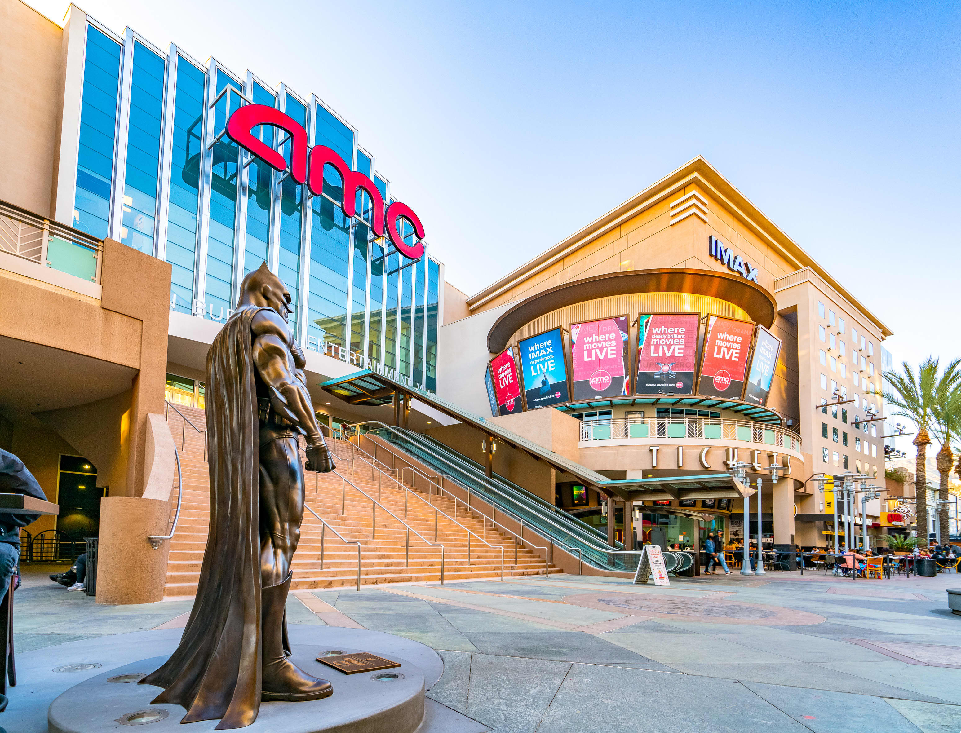 AMC posts narrower-than-expected loss, but CEO warns theater chain 'isn't out of the woods yet'