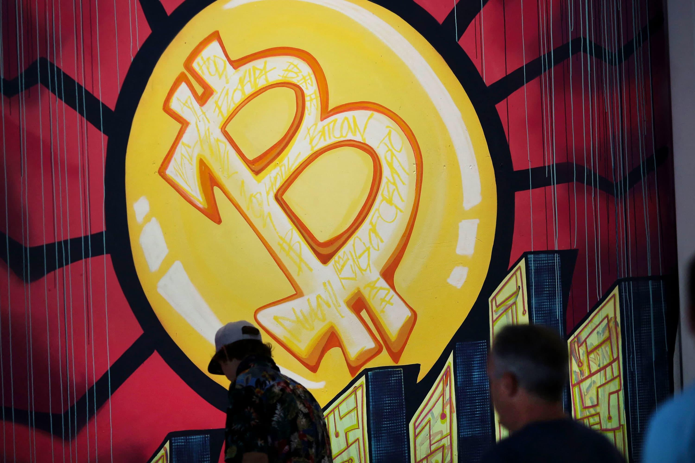 Biểu tượng Bitcoin được nhìn thấy trong hội nghị tiền điện tử Công ước Bitcoin 2021 tại Trung tâm Hội nghị Mana ở Miami, Florida, vào ngày 4 tháng 6 năm 2021. @AFP