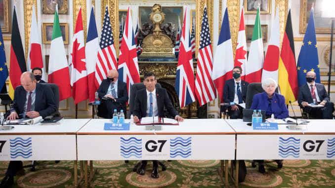 Thủ tướng Anh Rishi Sunak (giữa), Bộ trưởng Tài chính Mỹ Janet Yellen (phải) tham dự ngày đầu tiên của Hội nghị Bộ trưởng Tài chính G-7 tại Nhà Lancaster ở London vào ngày 4/6/2021.