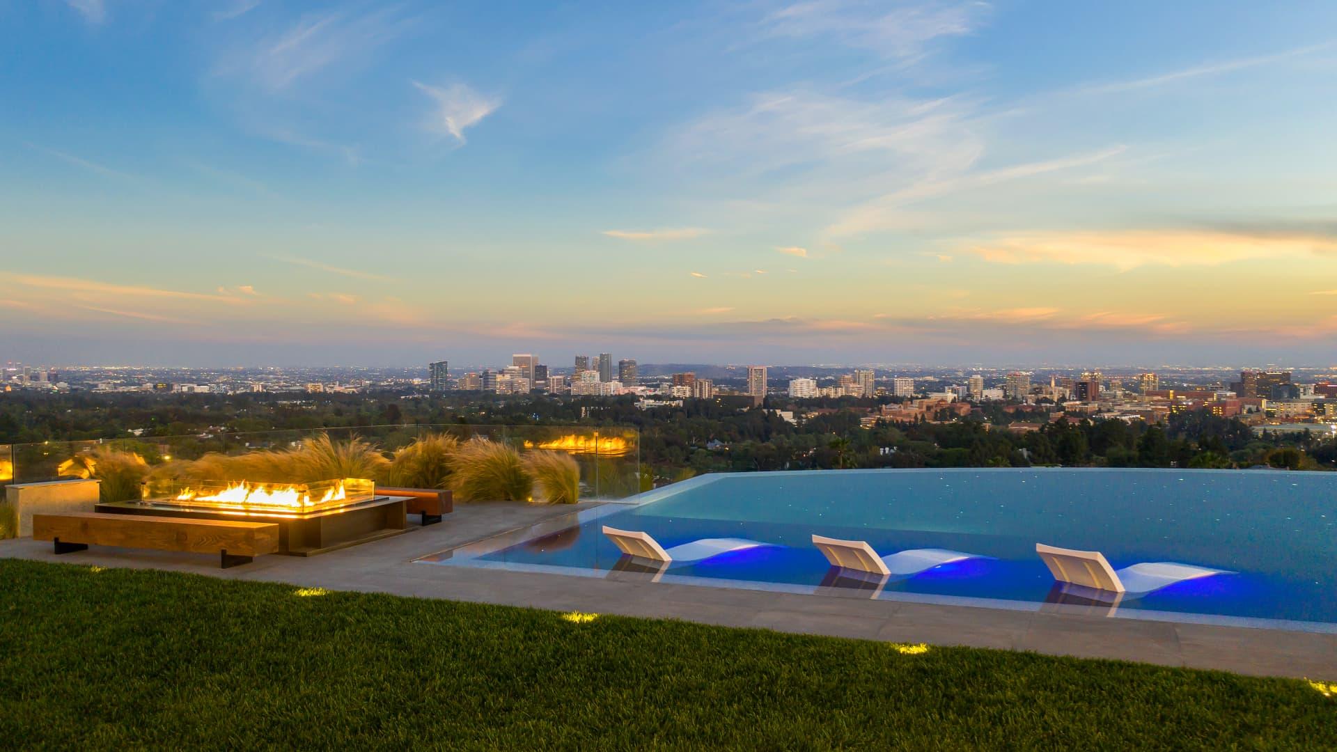 Skyline views from 777 Sarbonne's infinity-edge pool.