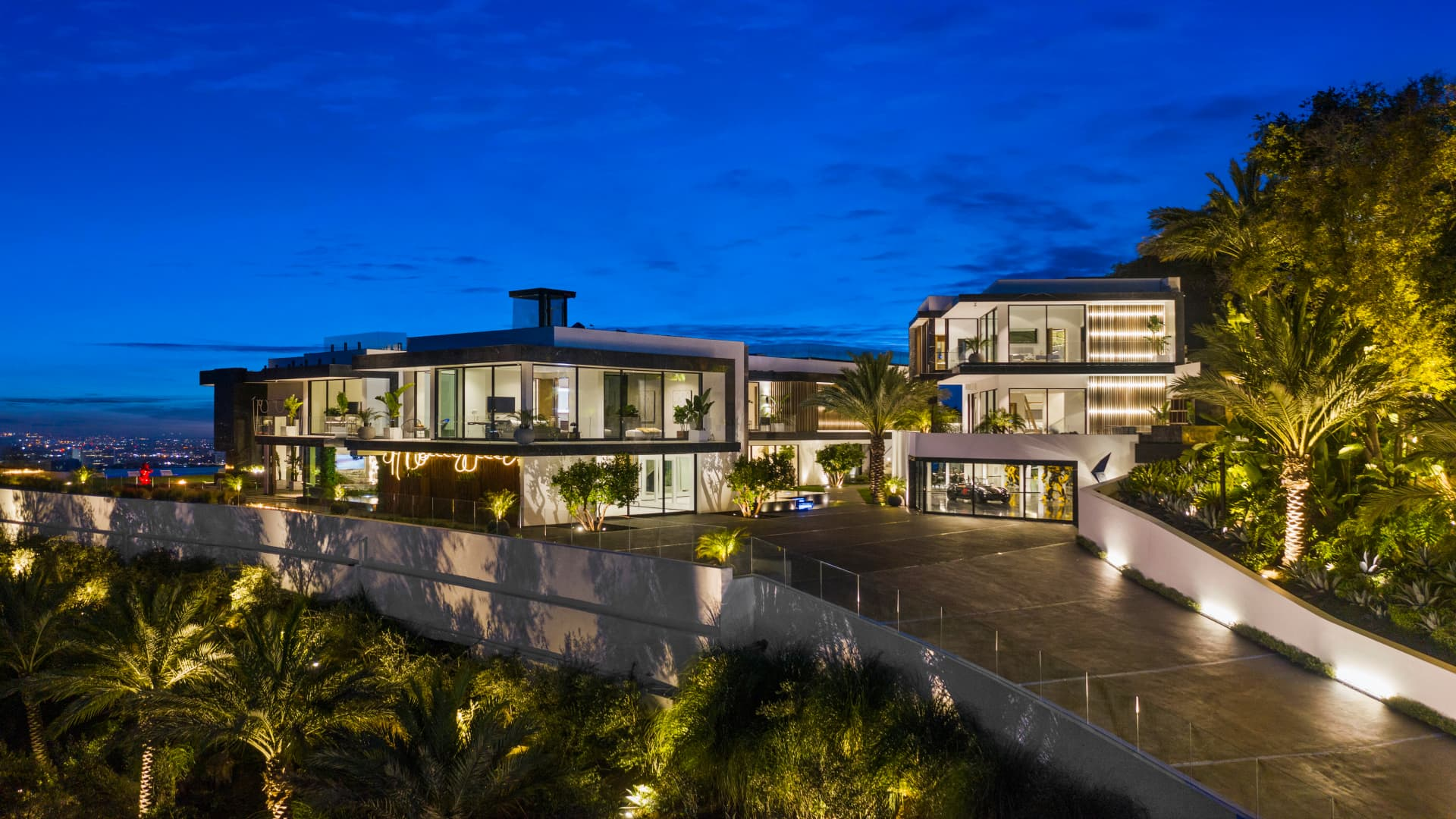 A view of the driveway leading to the residence at 777 Sarbonne Road in Bel-Air, California.