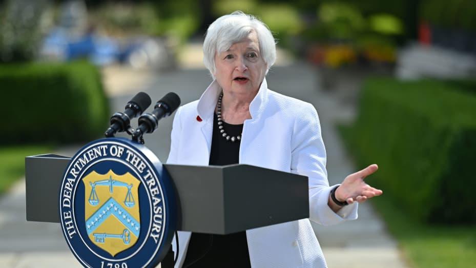 Menteri Keuangan AS Janet Yellen berbicara selama konferensi pers, setelah menghadiri pertemuan para menteri keuangan G7, di Winfield House di London, Inggris, 5 Juni 2021